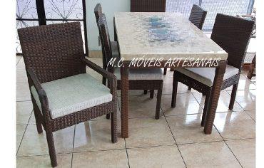 mesa-marmore-travertino-cadeira-fibra-sintetica