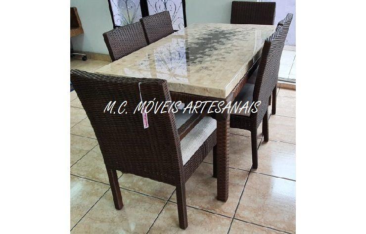 mesa-marmore-travestino-cadeira-fibra-sintetica